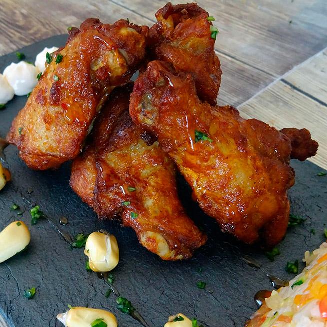 Alitas de pollo grilladas asadas con pimentón