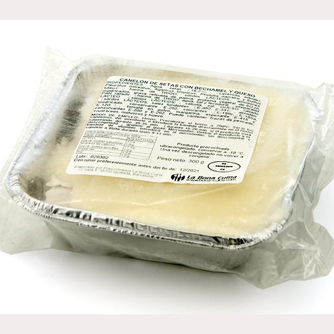 Canelon de setas con bechamel y queso bandeja