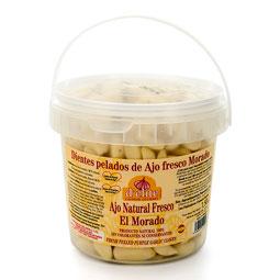Dientes de ajo morado naturales limpios y pelados
