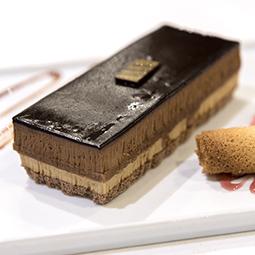 Mini tarta de café chocolate y barquillo crujiente