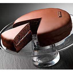 Tarta Sacher, bizcocho al cacao con mermelada de albaricoque cubierto de chocolate Bindi
